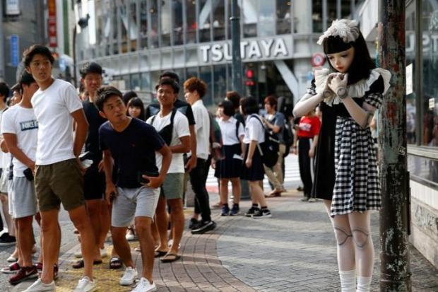 Isten állatkertje Japán Tokió lány baba Lulu Hashimoto