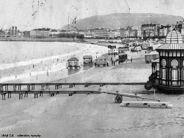 A világ érdekes fürdőgép kocsi bódé faház tenger fürdés viktoriánus