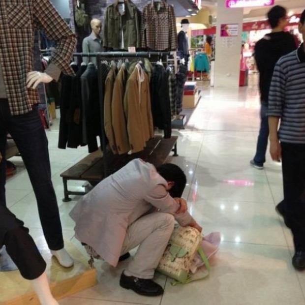 A világ érdekes shopping vásárlás férfi férfiak