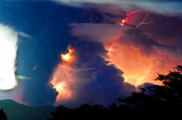 A világ érdekes vulkán Chile Calbuco por láva villám