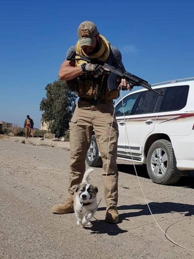 A világ érdekes katona kutya akció