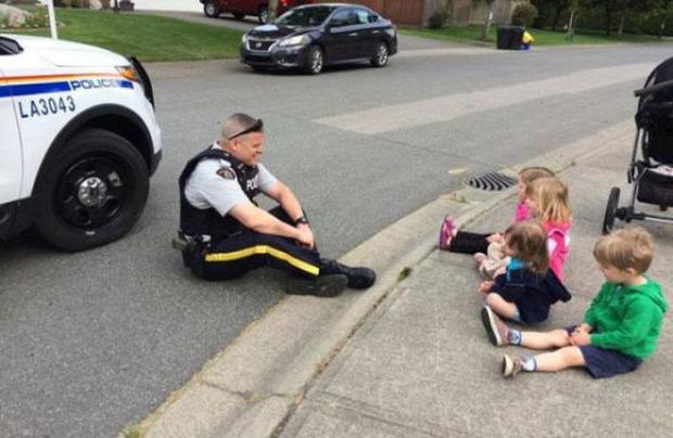A világ érdekes rendőr pillanat