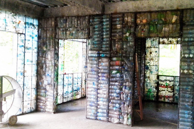 A világ érdekes falu ház PET palack építés