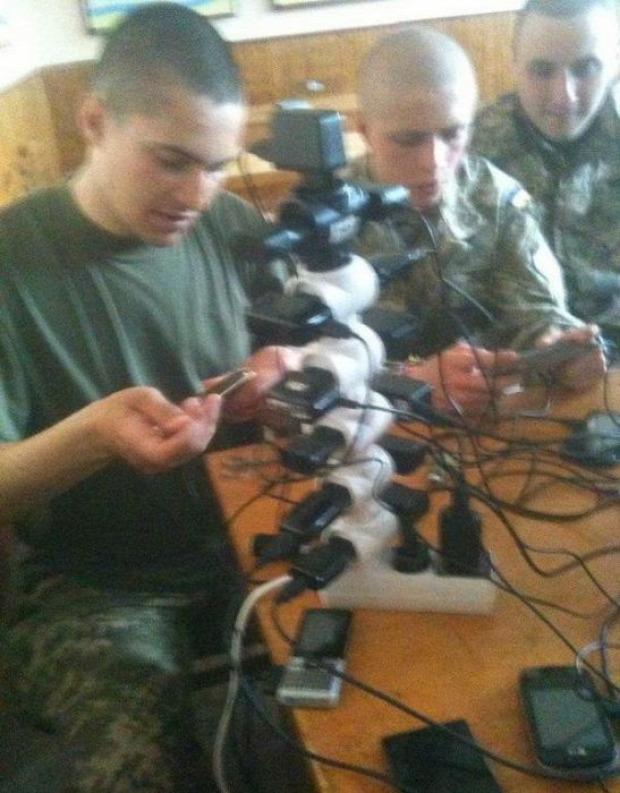 A világ érdekes orosz laktanya mobil telefon töltés