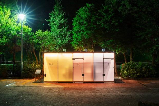 Japán vécé wc tolaett nyilvános illemhely