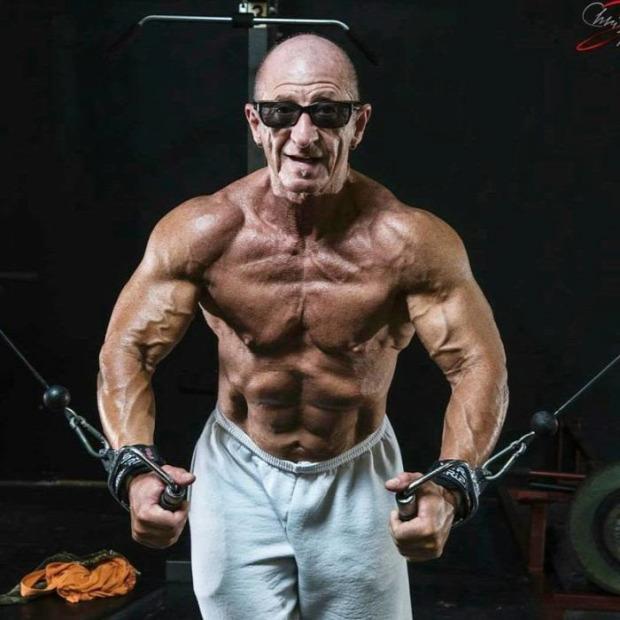 A világ érdekes idős öreg izom testépítés
