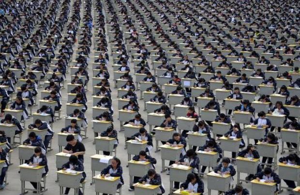 A világ érdekes tömeg Kína zsúfolt
