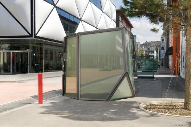A világ érdekes Svájc nyilvános vécé wc üveg fal