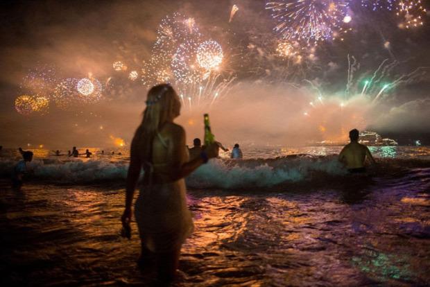 A világ érdekes Brazilia Rio de JAneiro Copacabana tüzijáték újév