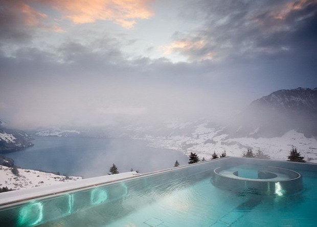 A világ érdekes forró medence hó jég hideg