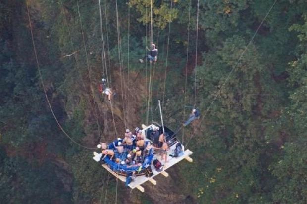 medence fürdés hegymászó bungee jumping