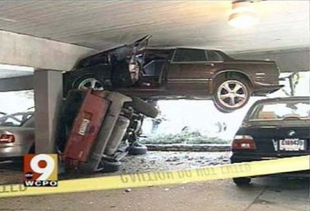 A világ érdekes autó sofőr baleset