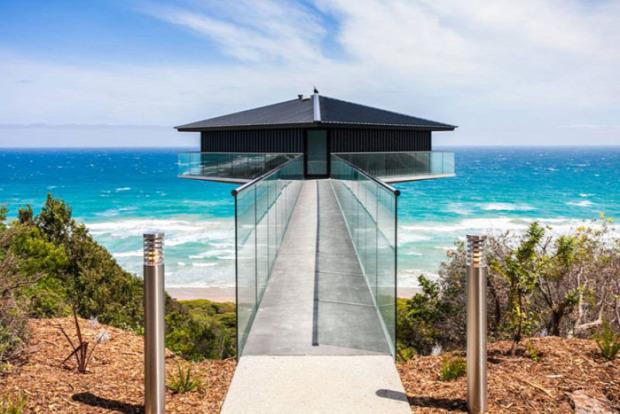 A világ érdekes ház repül úszik egy láb Fairhaven Beach