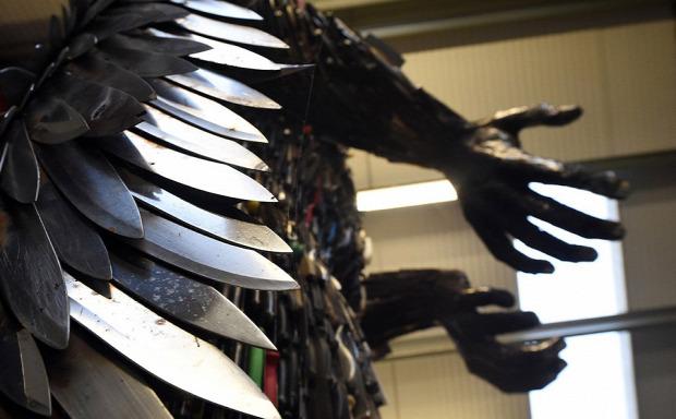A világ érdekes elkobzott fegyver Kés angyal
