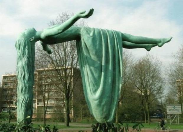 A világ érdekes szobor gravitáció