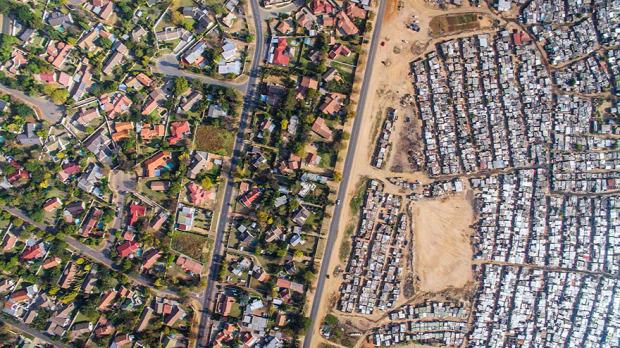 A világ érdekes Dél-Afrika határ sáv vonal gazdag szegény