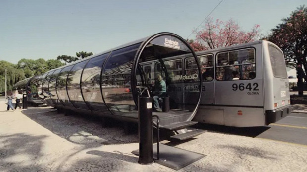 A világ érdekes buszmegálló különleges