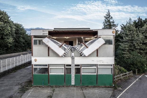 A világ érdekes Alex Chinnek épület szobor