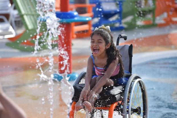 A világ érdekes vizi vidámpark fogyatékos San Antonio Texas
