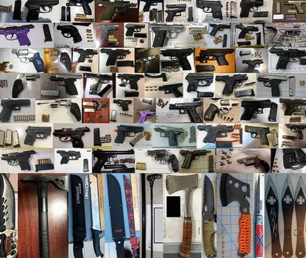 isten állatkertje repülő utazás csomag fegyver TSA