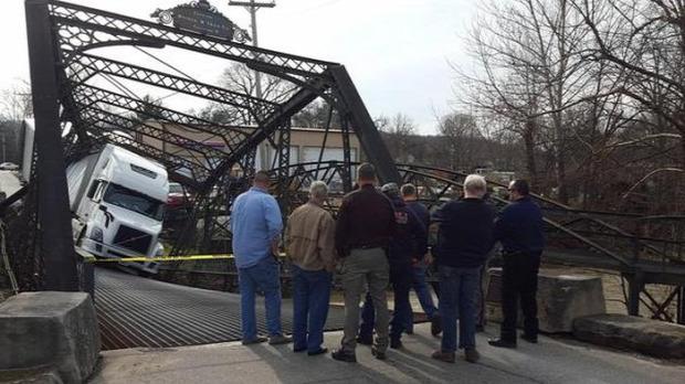 Isten állatkertje híd kamion leszakadt