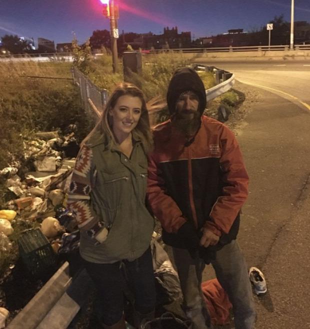 A világ érdekes hajléktalan önzetlen segítség
