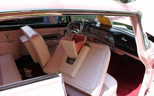kütyülógia dodge 1955 La Famme rózsszín autó