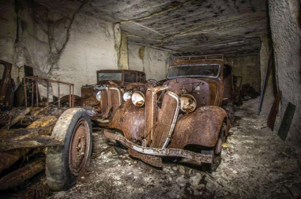 A világ érdekes Franciaország kőfejtő kőbánya elrejtett elfelejtett autó kocsi második világháború
