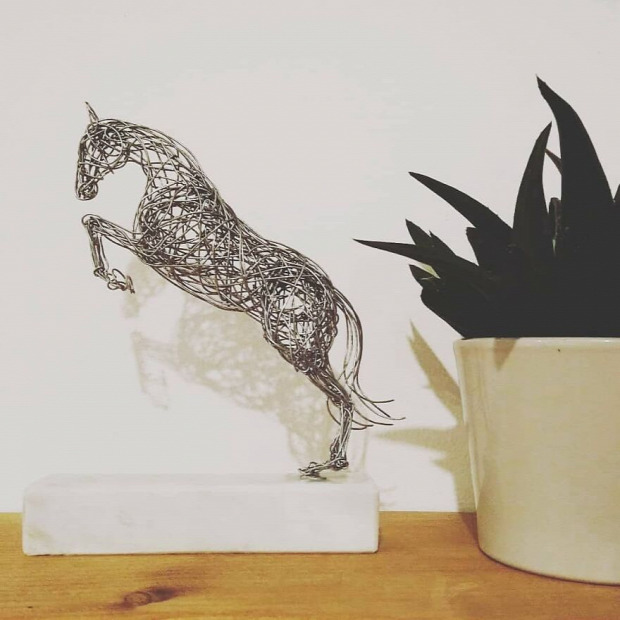 szobrász drót állat ló