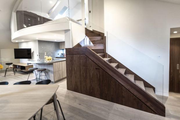nagy terek különlegesség átalakítás felújítás nagyvilág kreatív lépcső két szint penthouse