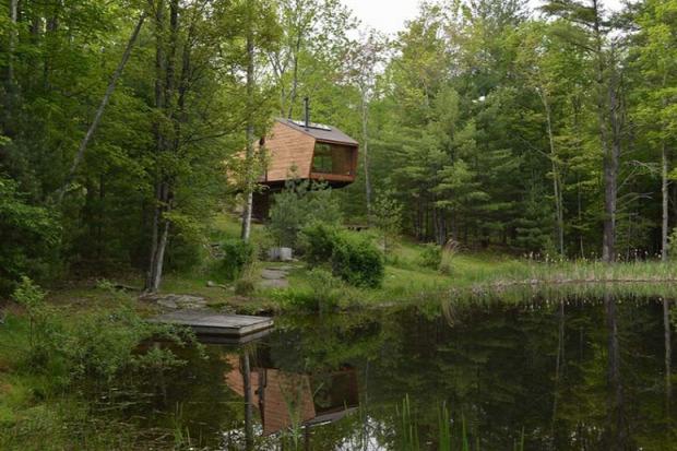 faház lombház tóparti ház