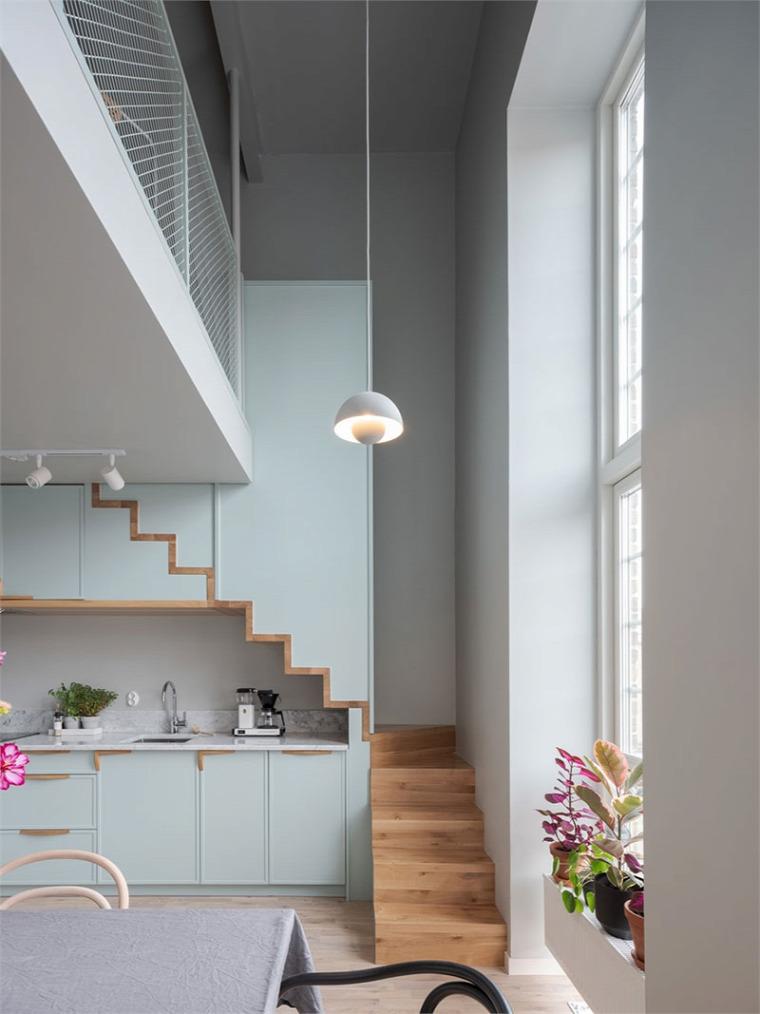 belső kétszint galéria lépcső pasztell