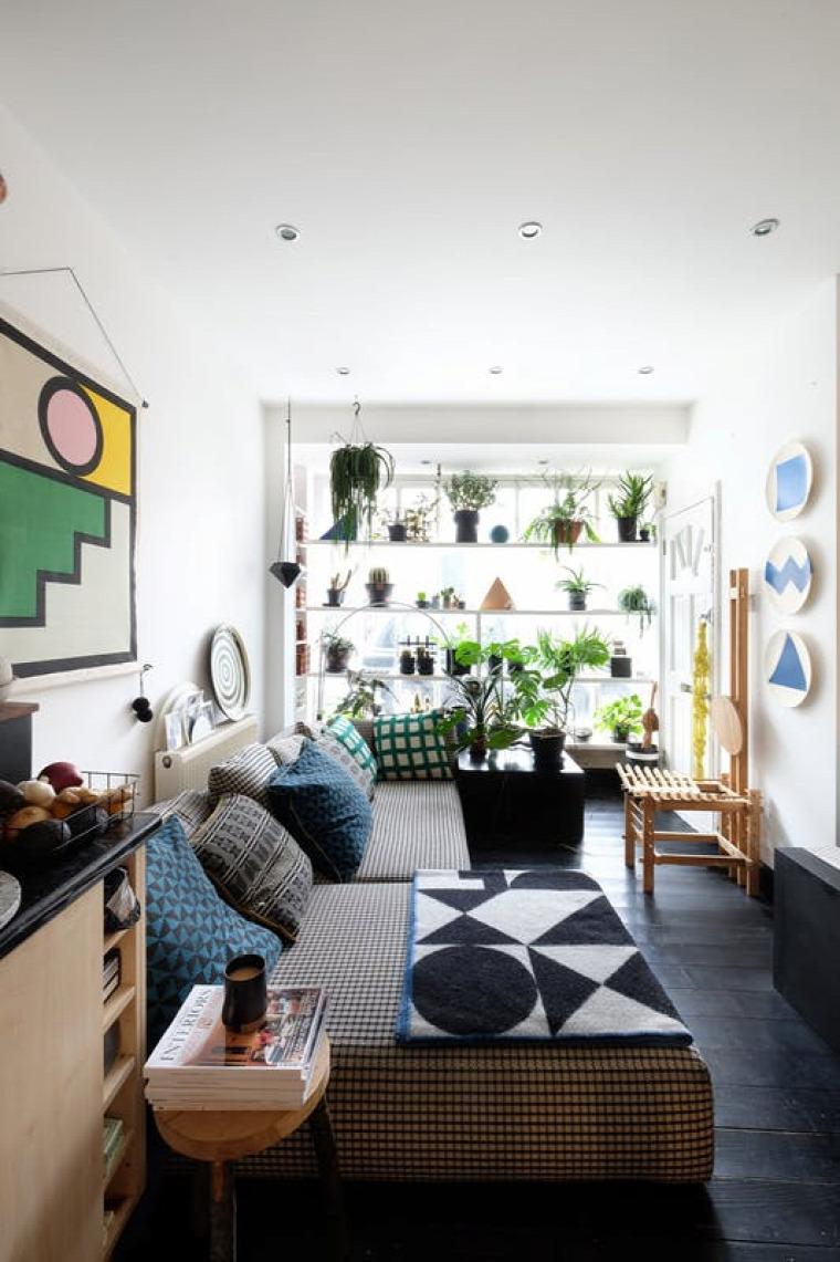 kis lakás albérlet átalakítás merész falak geometriai formák ábrák