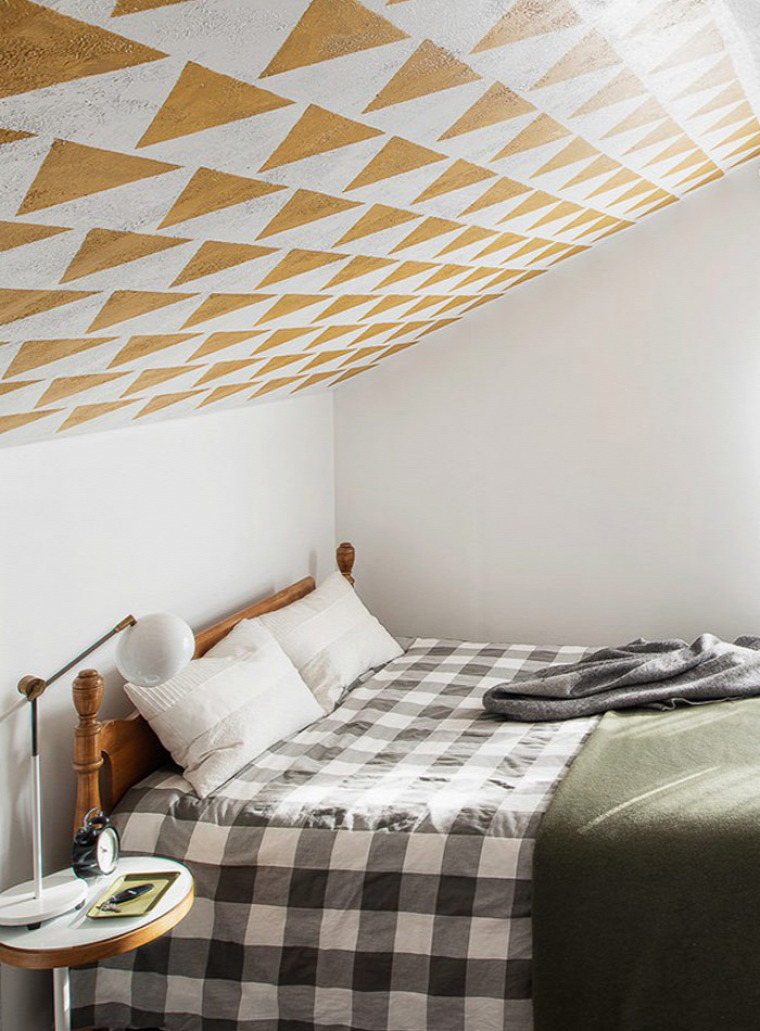 csíkos falak mintás fal geometrikus minták merész kreatív nagyvilág otthonos felújítás