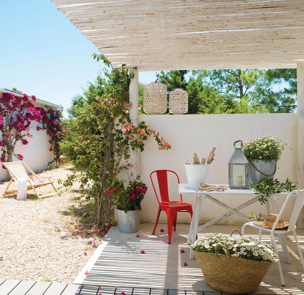 nyaraló otthonos tengerparti hangulat fehér falak helykihasználás