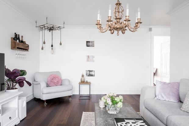 álomlakás beköltöznénk sötét padló otthonos skandináv stílus