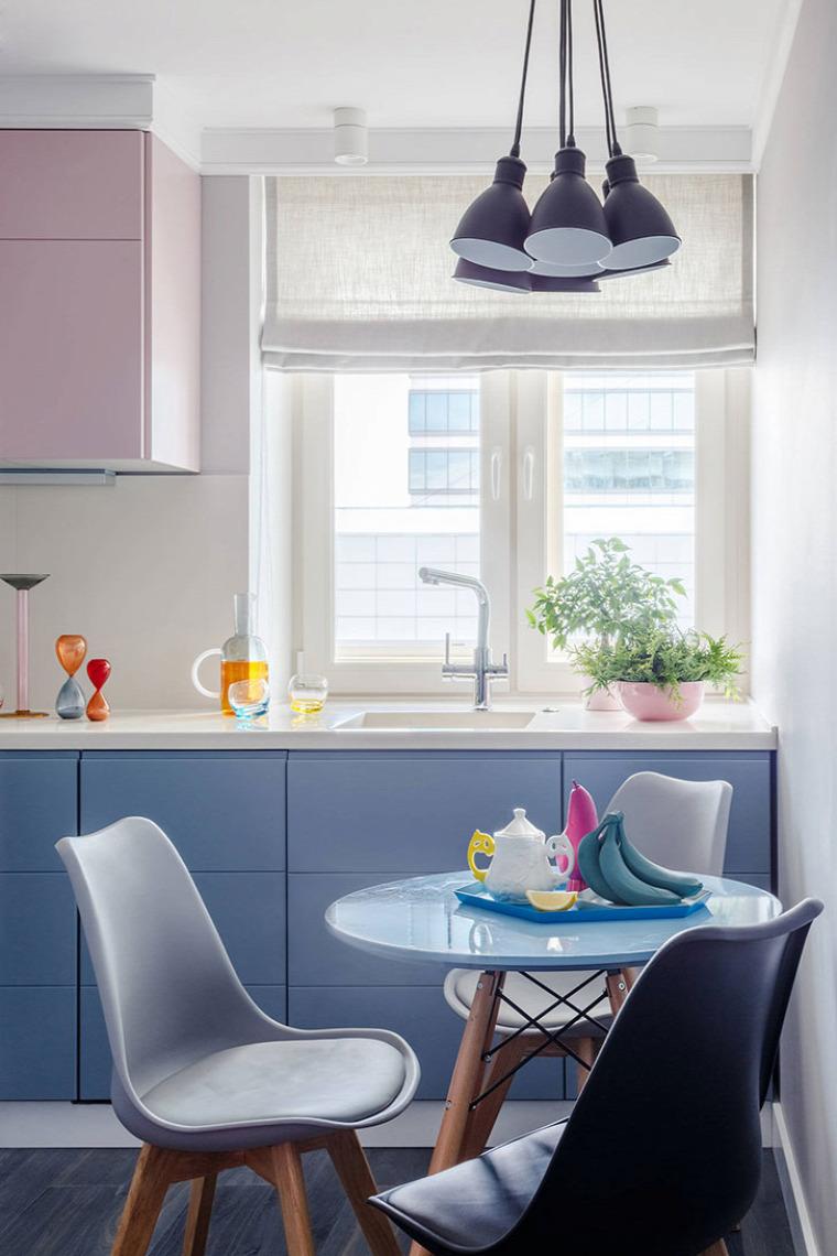 kis lakás garzon hálósarok élénk színek
