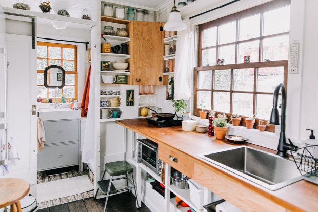 mini ház mobilotthon mobilház kis lakás helykihasználás kreatív kialakítás