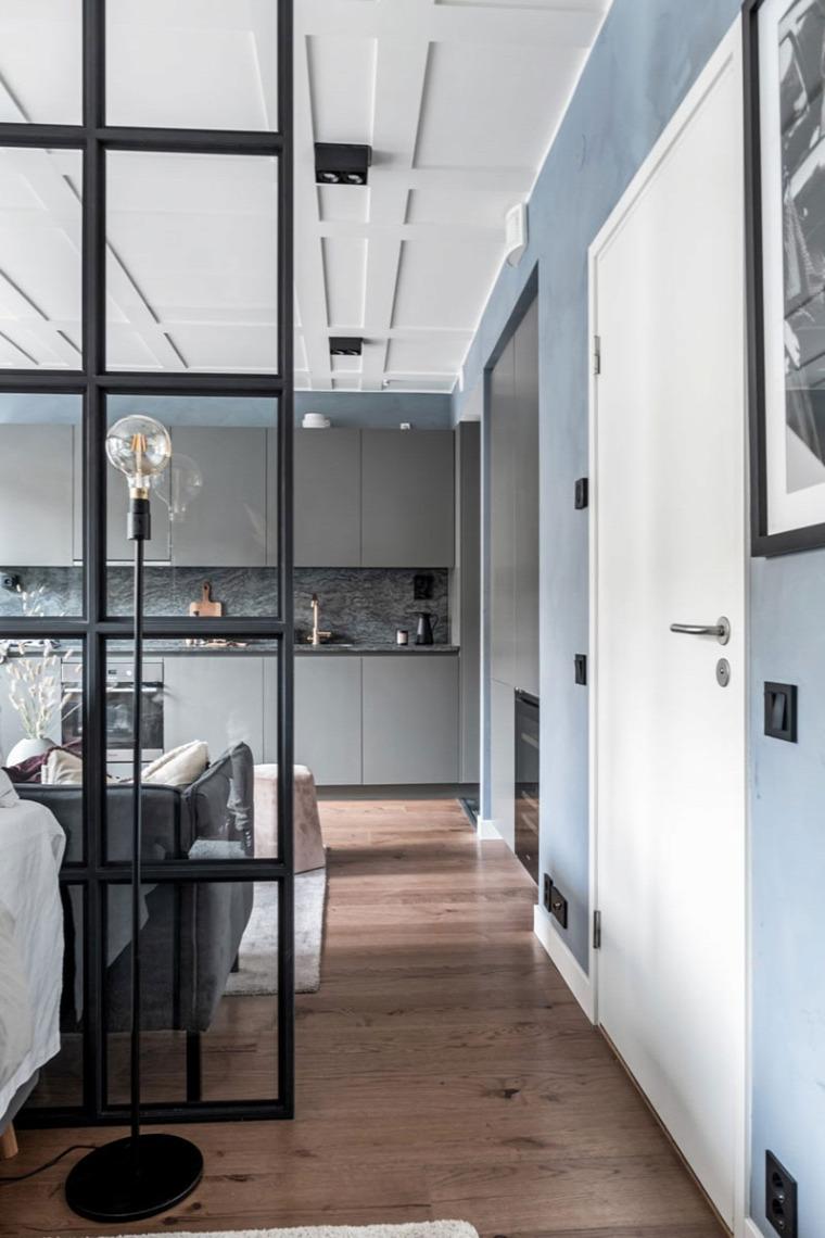 kis lakás kis terek üvegfal skandináv stílus térelválasztás
