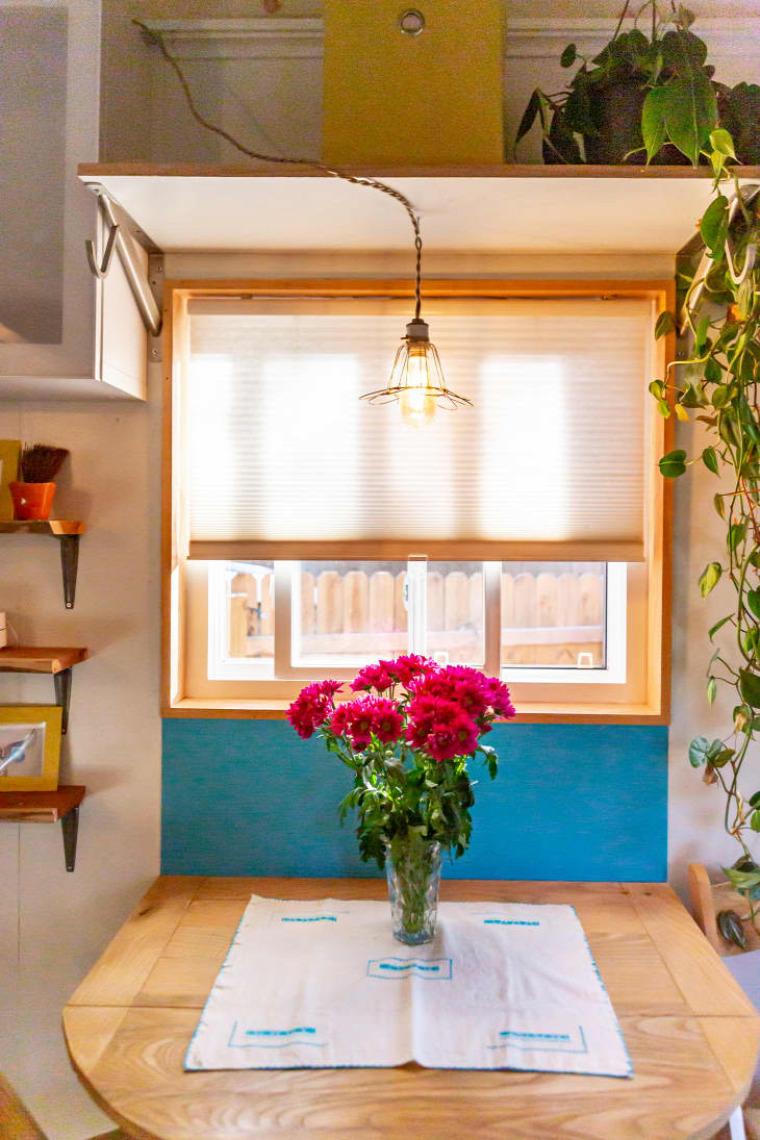 kis lakás mini otthon kis terek színes otthon helykihasználás