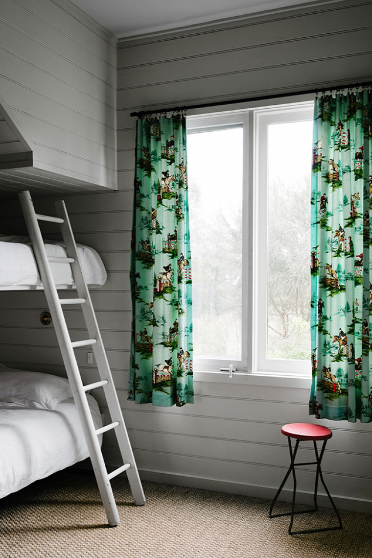 nagyvilág nyaraló inspiráció retró stílus színek nagy ház belső tér