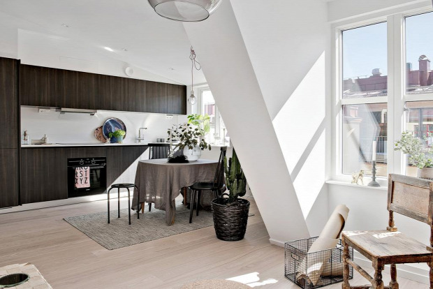 garzon skandináv stílus nagyvilág kis lakás tetőtér tetősík fehér falak