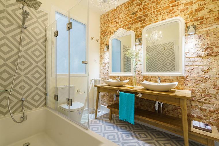 nagy lakás nagyvilág mediterrán stílus minimalizmus téglafal cementlap