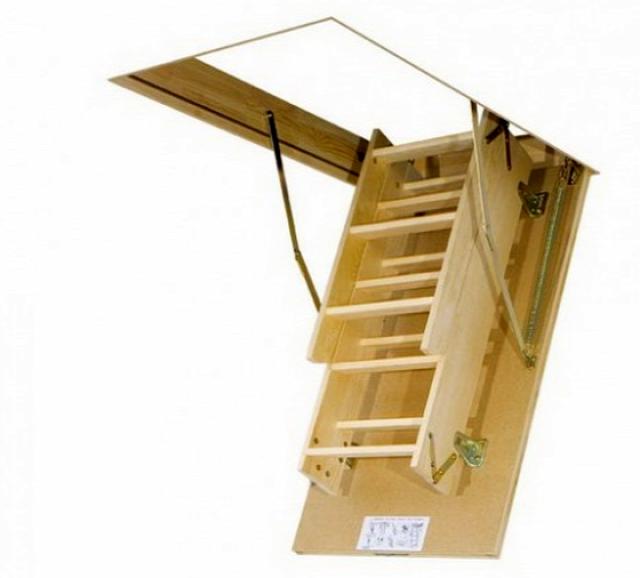 Padláskibúvó vakolat padlásfeljáró lépcső padláslépcső padláslétra