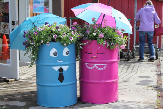 40+ Creative DIY Garden Containers and Planters from Recycled Materials 4
