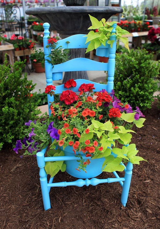 40+ Creative DIY Garden Containers and Planters from Recycled Materials 10