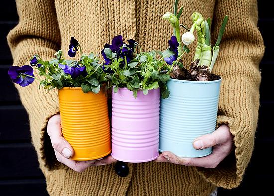 40+ Creative DIY Garden Containers and Planters from Recycled Materials 37