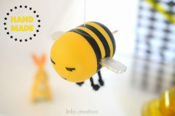 Come realizzare un'ape con materiale di riciclo. How to make a bee with recycled material