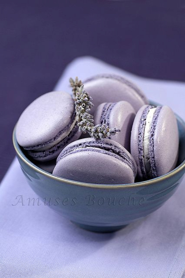 Lavender Macarons: tried for the 1st time at the Sweet Boutique - amazing! Gorgeously hued, sweetly fragrant <3 #Lavender Macarons.