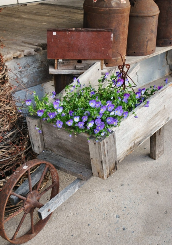 wheelbarrow-planter-4